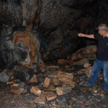 Akseki Kartallı Mağarası Definecilerin Kurbanı!