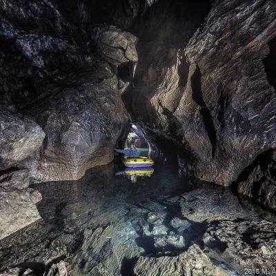 """6.lık: <em><a href=""""//www.instagram.com/ekulak"""">Ertuğrul Kulaksızoğlu</a></em>, Mencilis Mağarası ilk göl geçişi.  (Mencilis - Ekin Ertürk) Canon 5D Mark II, 16-35 mm. f/2.8, 5s, 2.8"""